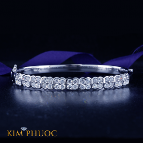 Diamond Bangle AVDG167